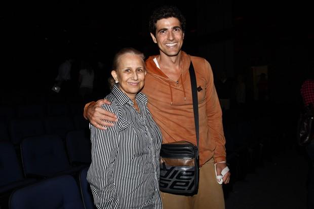 Reynaldo Gianecchinni com a mãe (Foto  Manuela Scarpa   FotoRioNews) ef4d34a206