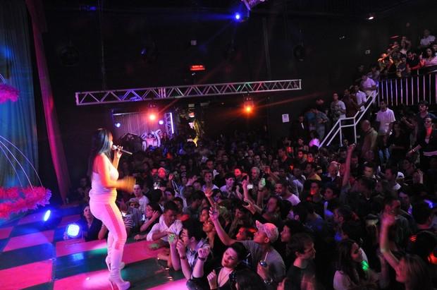 Gretchen faz show em boate (Foto: Bruno Lima / Divulgação)
