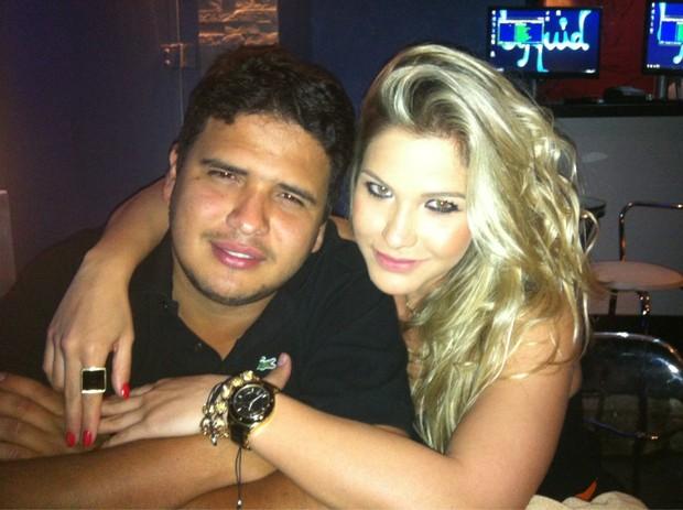 Andressa Suita e amigo (Foto: Reprodução/ Twitter)