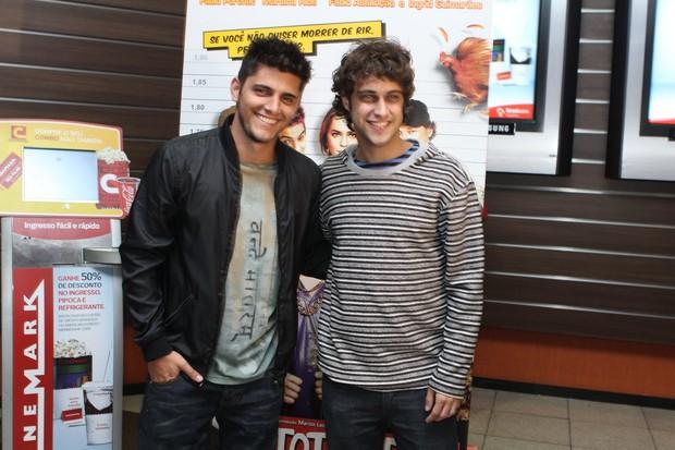 Bruno Gissoni e Ronny Kriwat na pré-estreia de 'Totalmente Inocentes' (Foto: Raphael Mesquita / Foto Rio News)