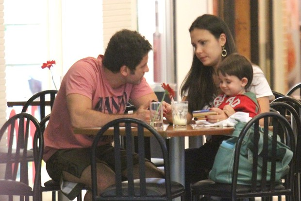 Eriberto Leão com a mulher, Andréa Leal, e o filho, João (Foto: Rodrigo dos Anjos / Ag. News)