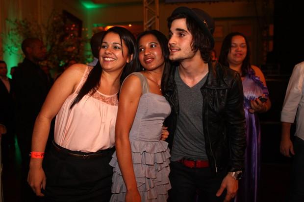 Fiuk em festa de lançamento em São Paulo (Foto: Iwi Onodera / EGO)