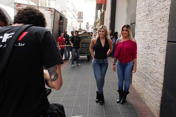 Jaque Khury e Dani Bolina gravam comercial em São Paulo (Foto: Marcio Amaral/Divulgação)