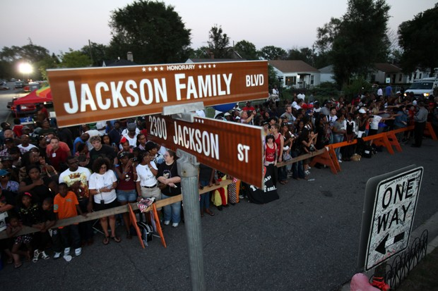 Filhos de Michael Jackson participam de homenagem ao pai 000_150991681
