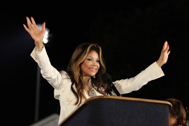 Filhos de Michael Jackson participam de homenagem ao pai 000_150991703