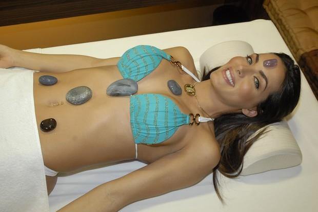 Carla Prata faz tratamento de beleza (Foto: Divulgação)