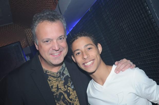 Peter Brandão com o filho de Susana Vieira e também DJ, Rodrigo (Foto: Daniel Lewinsohn/Divulgação)