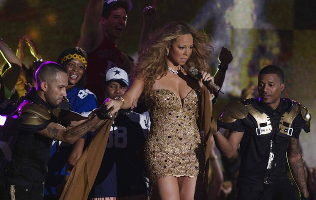 Mariah Carey canta em na abertura da nova temporada da NFL, torneio de futebol americano, em Nova York, nos Estados Unidos (Foto: Lucas Jackson/ Reuters/ Agência)