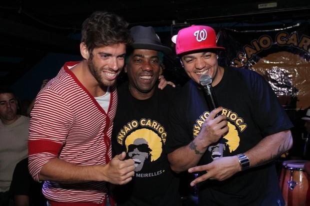 Ex-BBB Mau Mau, Ivo Meirrelles e Belo em boate no Rio (Foto: Anderson Borde/ Ag. News)
