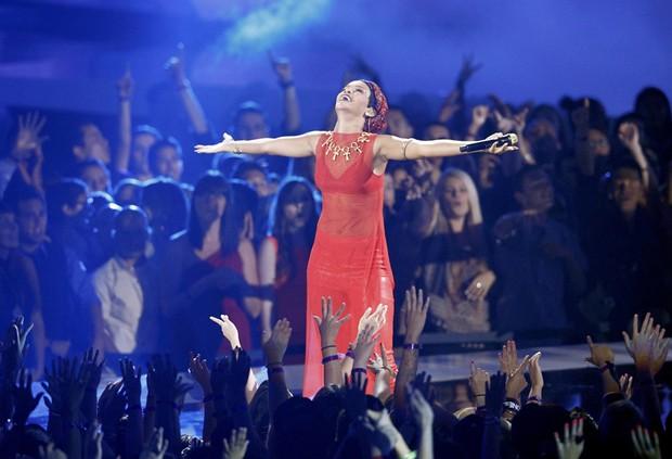 Rihanna se apresenta no VMA (Foto: Reuters)