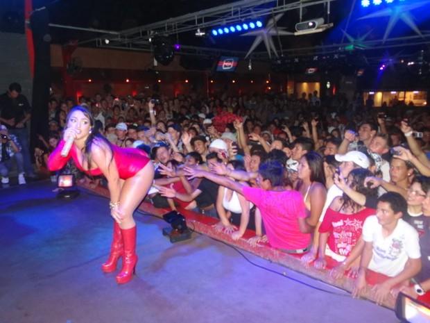 Show da mulher Melancia, Andressa Soares, no Paraná (Foto: Divulgação)