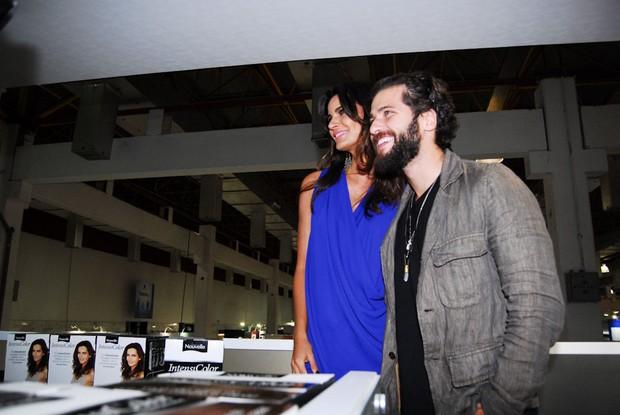 Bruno Gagliasso e a Top Model Fernanda Motta no 1o. dia da 8ª Beauty Fair, em centro de exposições em SP (Foto: Claudio Augusto /Foto Rio News)
