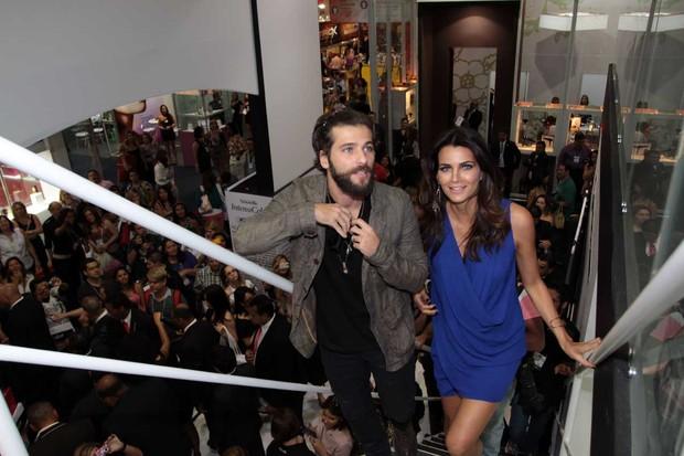 Bruno Gagliasso e Fernanda Motta em feira de beleza em SP (Foto: Orlando Oliveira / AgNews)