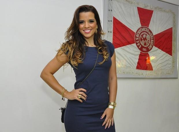 Renata Santos curte a quadra do Salgueiro (Foto: Roberto Teixeira/EGO)