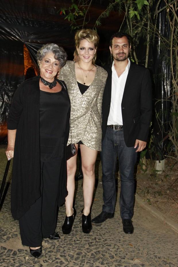 Leandra Leal festeja aniversário ao lado da mãe, Ângela Leal, e do namorado, Alê Youssef (Foto: Felipe Panfili/AgNews)