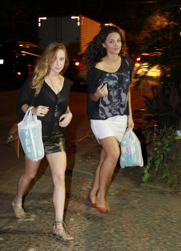 Carol Abras e Débora Nascimento prestigiam aniversário de Leandra Leal (Foto: Felipe Panfili e Roberto Filho/AgNews)