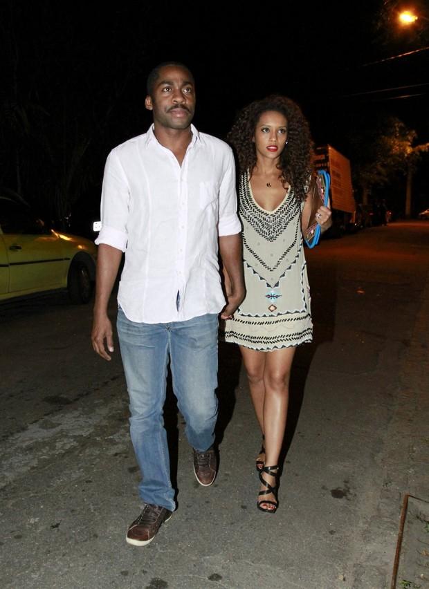 Lázaro Ramos e Taís Araújo vão ao aniversário de Leandra Leal no Rio (Foto: Felipe Panfili e Roberto Filho/AgNews)