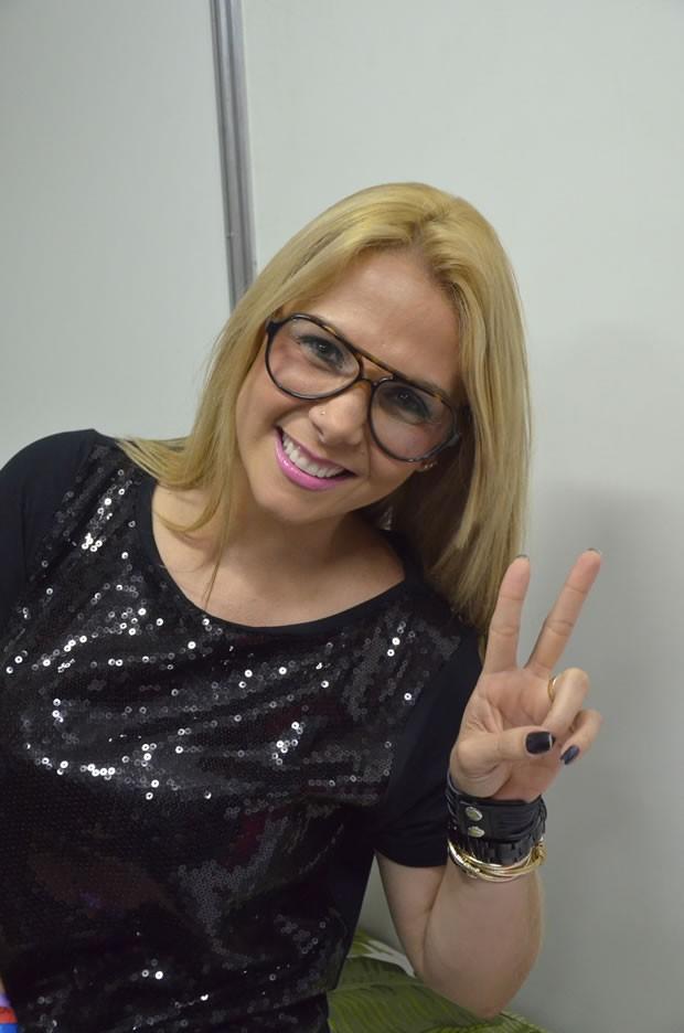 Carla Perez curte o show do marido, Xanddy, no Sauípe Folia (Foto: Saulo Brandão/Divulgação)