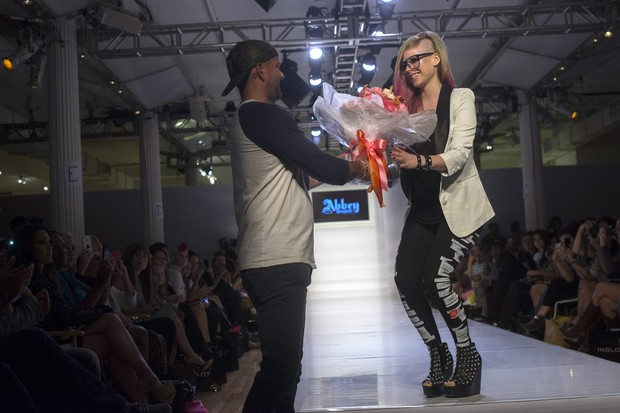 Avril Lavigne no desfile da coleção primavera-verão de sua marca, Abbey Dawn, em Nova York, nos Estados Unidos (Foto: Keith Bedford/ Reuters/ Agência)