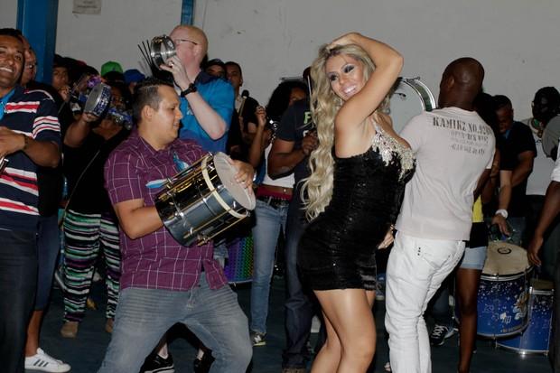 Andrea de Andrade em ensaio da Império de Casa Verde em São Paulo (Foto: Danilo Carvalho/ Ag. News)