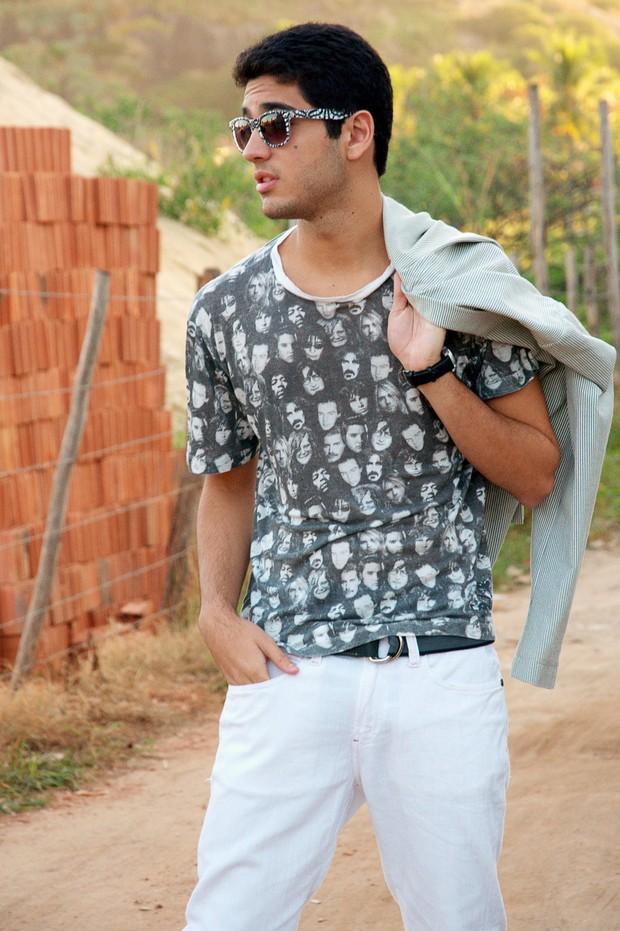 Miguel Romulo na favela (Foto: Thatiana Bione/ Divulgação)