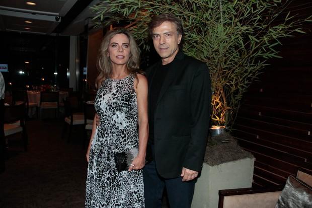 Bruna Lombardi e Carlos Alberto Riccelli em evento em São Paulo (Foto: Amauri Nehn/ Ag.News)