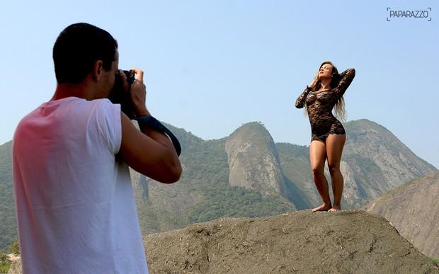 Paparazzo Caren Souza Making of (Foto: George Magaraia/Paparazzo)
