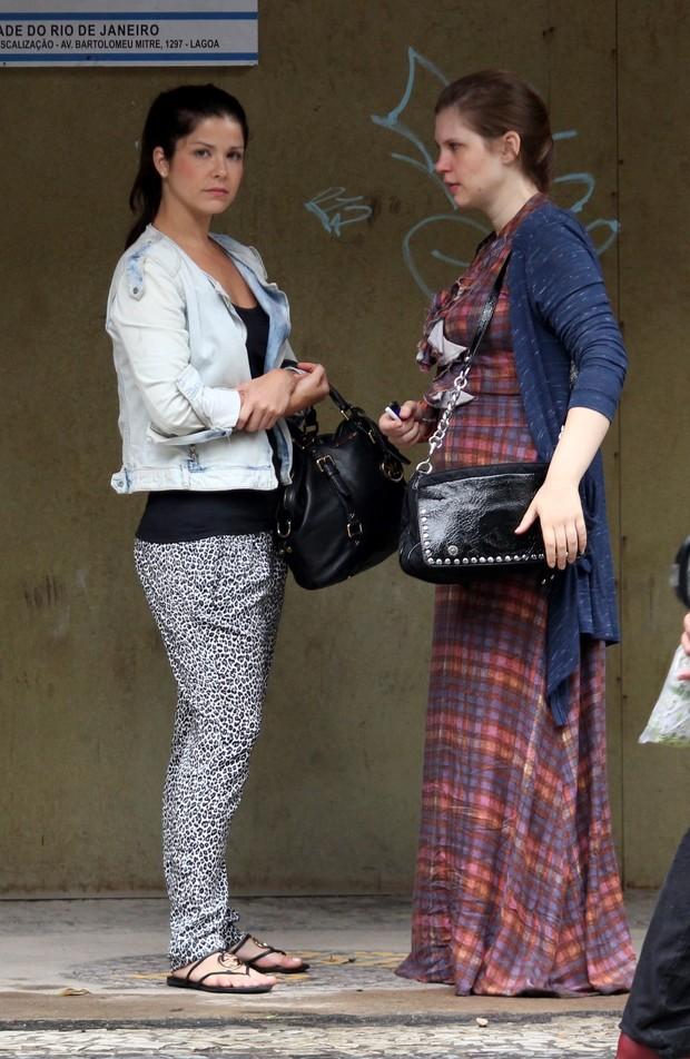 Samara Felippo e Carolinie Figueiredo no Leblon (Foto: Wallace Barbosa / AgNews)