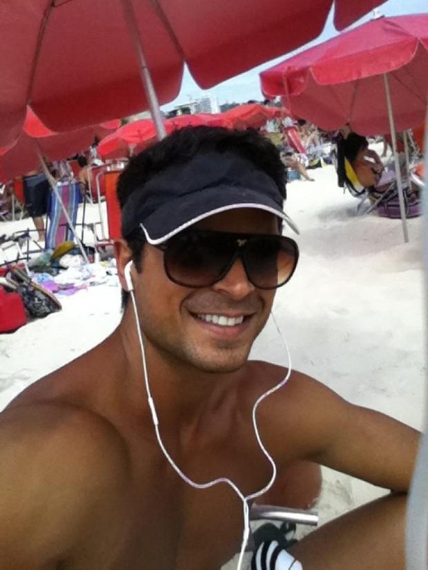 Gustavo Salyer curte praia no Rio (Foto: Divulgação)