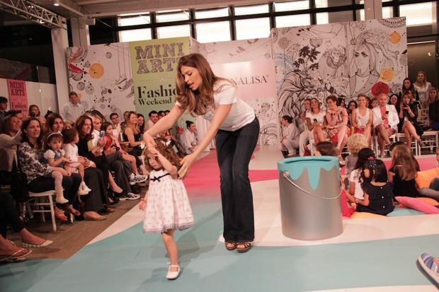 Grazi Massafera desfila no Fashion Weekend Kids (Foto: Manuela Scarpa/Photo Rio News)