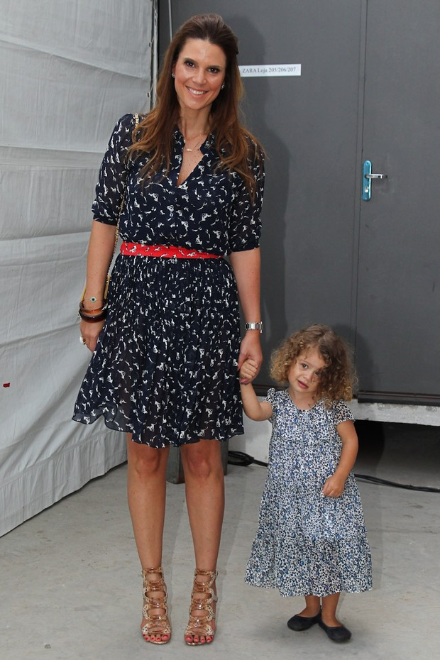 Mariana Kupfer com a filha Victoria no Fashion Weekend Kids (Foto: Manuela Scarpa/Photo Rio News)