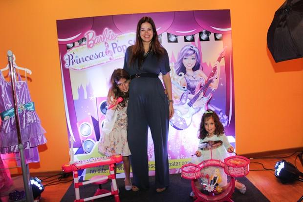 Vera Viel com as filhas, Maria e Clara (Foto: Milene Cardoso / AgNews)