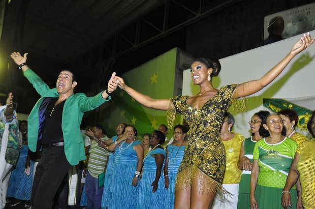 Elymar Santos e Cris Vianna na quadra da Imperatriz, no Rio (Foto: Roberto Teixeira/ EGO)