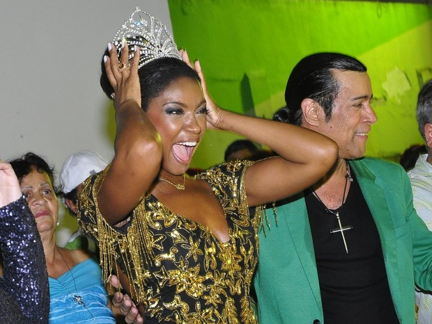 Cris Vianna na quadra da Imperatriz, no Rio (Foto: Roberto Teixeira/ EGO)