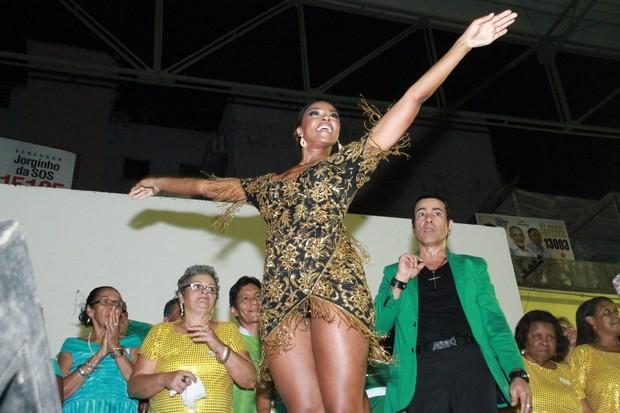 Cris Vianna na quadra da Imperatriz, no Rio (Foto: Thyago Andrade/ Foto Rio News)