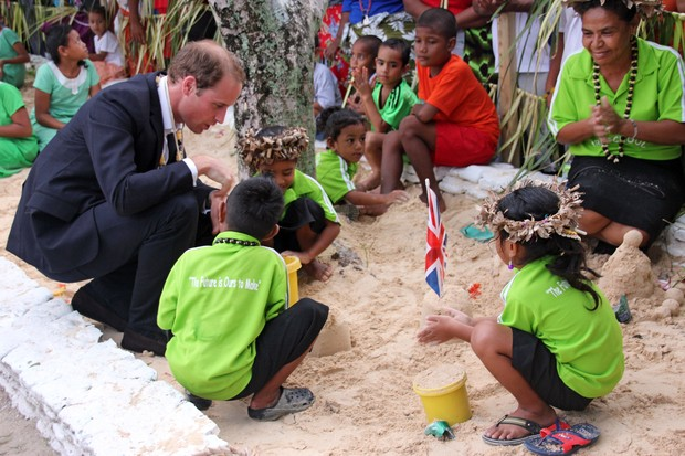 Príncipe William e Kate Middleton durante visita a Tuvalu (Foto: AFP)