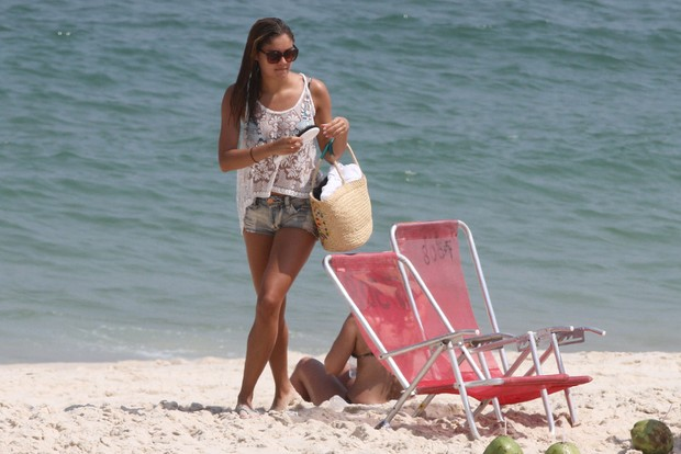 Sophie Charlotte na praia da Barra (Foto: Fabio Martins / AgNews)
