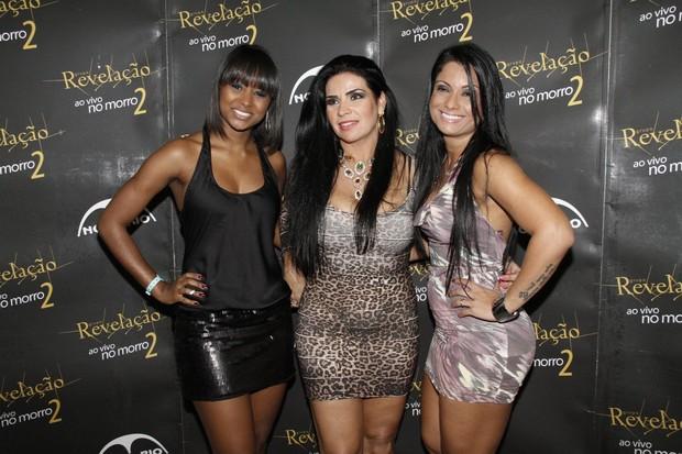 Aline Prado, Solange Gomes e Dani Sperle em show no Rio (Foto: Isac Luz/ EGO)