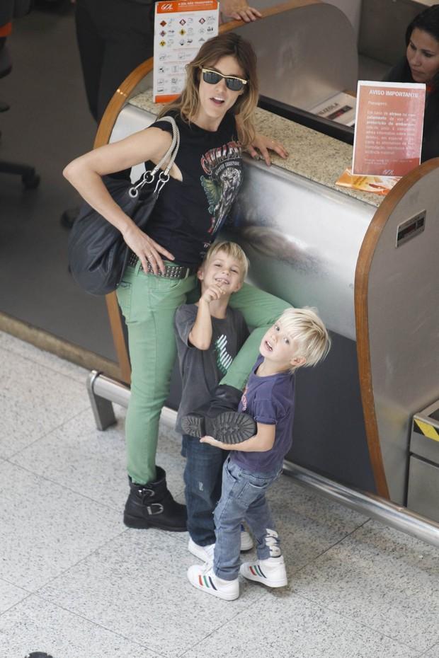Fernanda Lima com gêmeos (Foto: Leotty Junior / AgNews)