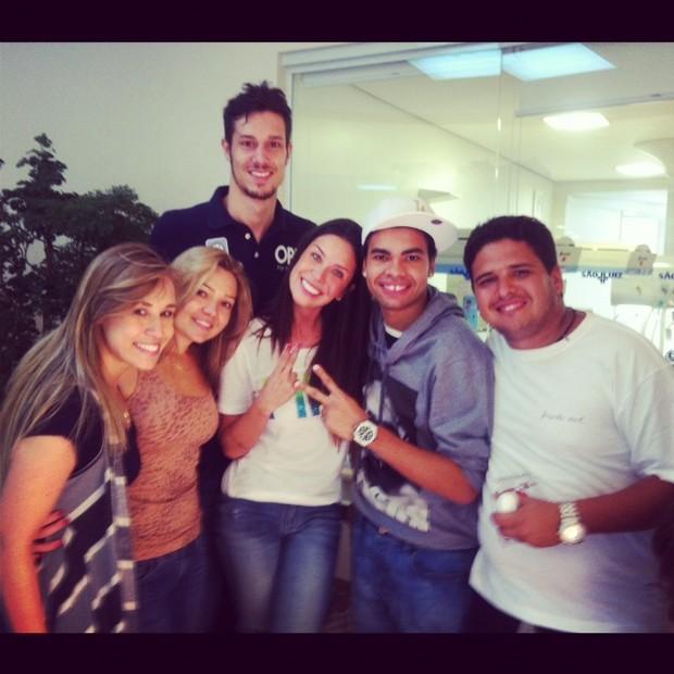 Visita no hospital, Lisi, Benites, Dentinho e padrinhos de casamento do Dentinho e Dani Souza (Foto: Divulgação)