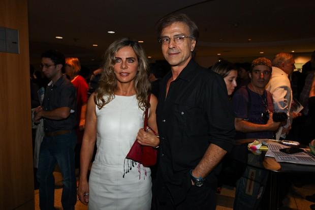 Bruna Lombardi e Carlos Alberto Riccelli em estreia de peça em São Paulo (Foto: Manuela Scarpa/ Foto Rio News)