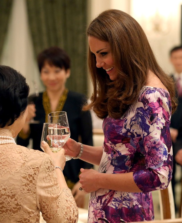Kate Middleton durante jantar em Cingapura (Foto: Getty Images)
