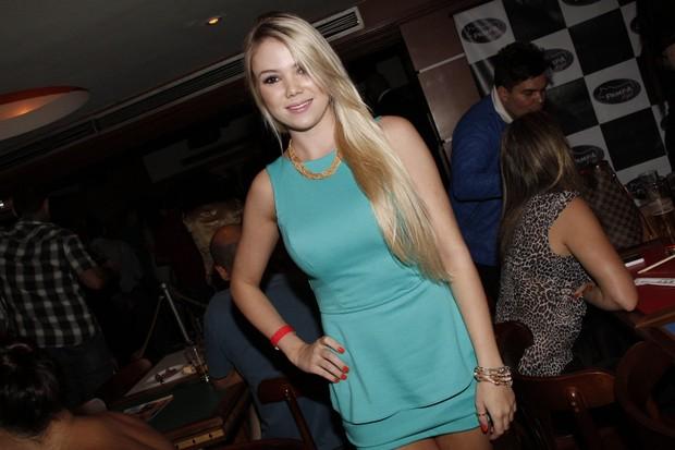 Natalie Dall Agnol em festa no Rio (Foto: Isac Luz/ EGO)