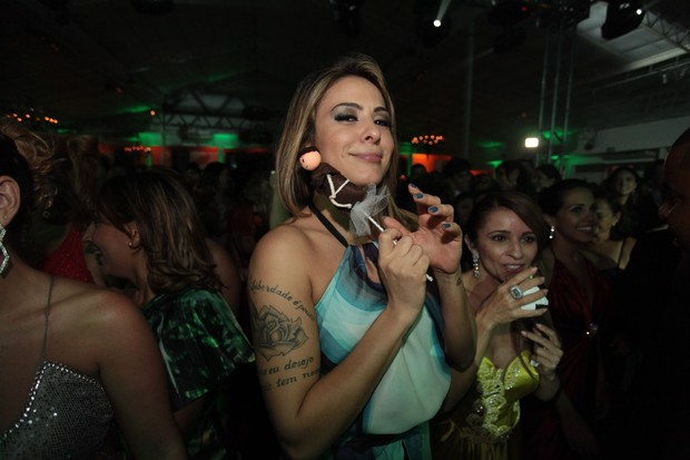 Alinne Rosa na festa de casamento de Solange Almeida em Salvador (Foto: Josefa Coimbra/ Ag&#234;ncia Fred Pontes/ Divulgacao)