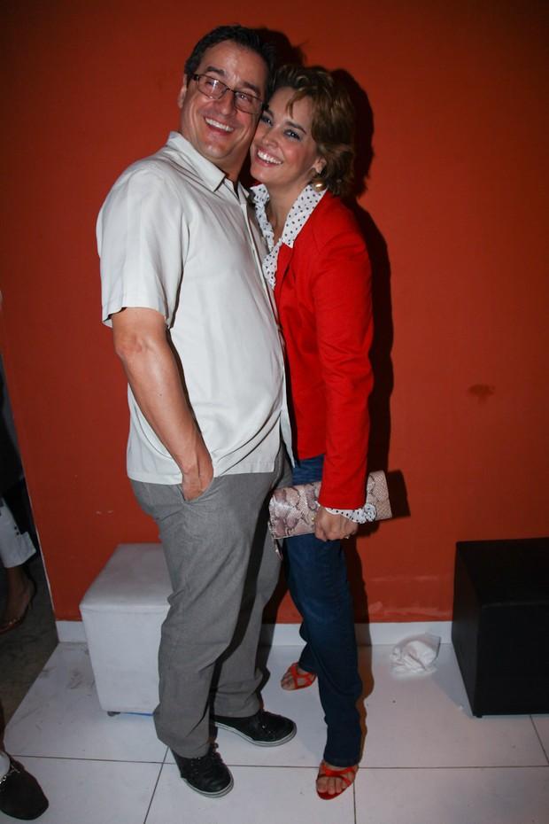 Suzy Rego e marido no aniversário do jornalista Paulo Sanseverino, em SP (Foto: Manuela Scarpa/Foto Rio News)