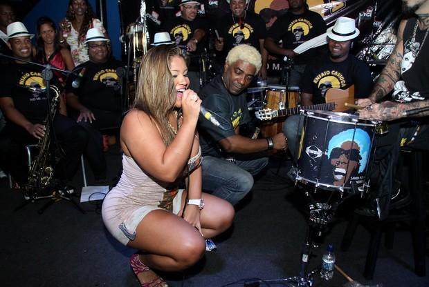 Ivo Meirelles ao som do funk da Mulher Filé durante ensaio carioca em boate (Foto: Daniel Pinheiro/R2 - Divulgação)