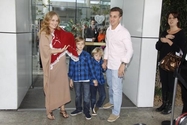 Angelica e familia (Foto: Felipe Panfili e Felipe Assumpcao/AgNews)