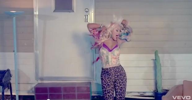 Christina Aguilera em seu novo clipe, 'Your Body' (Foto: YouTube / Reprodução)