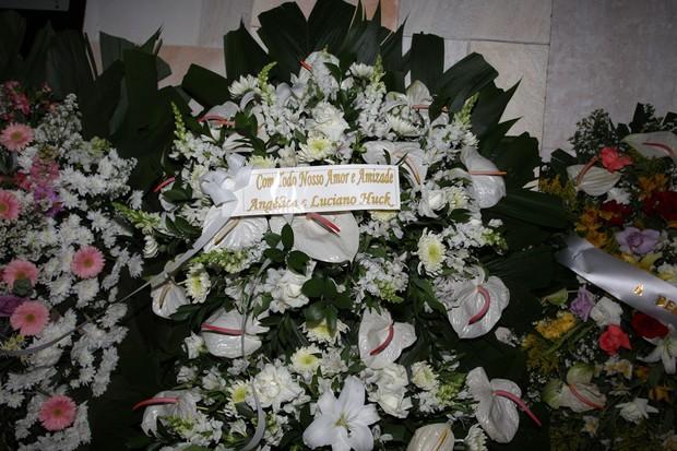 Coroa de flores de Luciano Huck e Angélica (Foto: Manuela Scarpa/Photo Rio News)