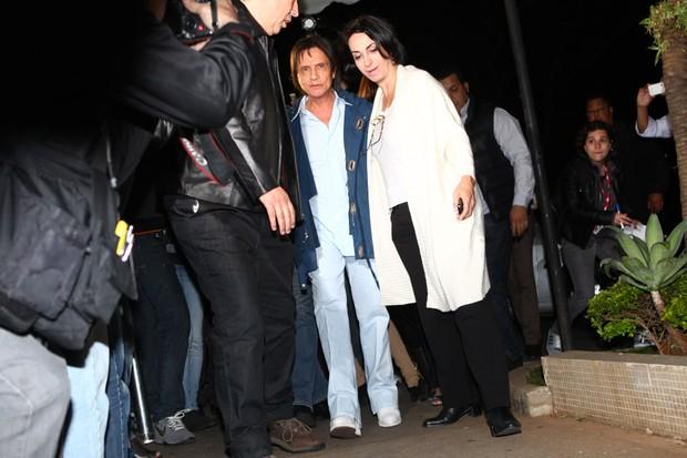 Roberto Carlos chega ao velório de Hebe Camargo (Foto: Iwi Onodera/ EGO)